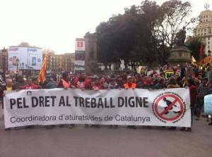 """Amb el crit """"Contra el paro movilización"""" la marxa pel dret al treball digne encetant l'últim tram. Foto: @Andreu_G"""