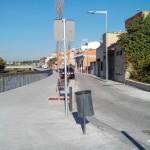 Les dues voreres amb mobiliari urbà