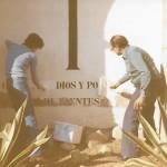 A l'esquerra Antoni Fortea i a la dreta Gaspar Martínez esborrant les lletres l'any 1979 (Arxiu Lázaro)