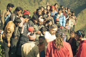 Kilian Jornet (dreta) amb el Jordi Tosas (esquena) a la Vall de Langtang - Nepal. Imatge: SummitsOfMyLife