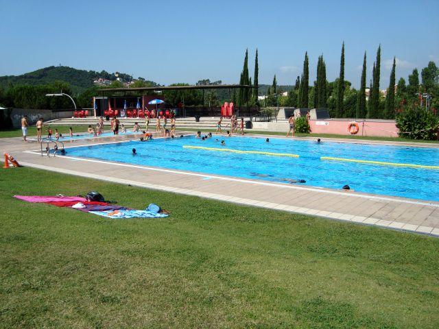 Tot a punt per refrescar se a les piscines descobertes for Piscina mairena del alcor 2017