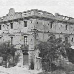 Foto de Can Banús als anys 1950. Actualment s'hi troba l'Hostal Los Palacios