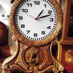 Rellotge de fusta amb maquinària convencional (Arxiu Lázaro)