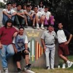 Promoció de 1993-1995, sense una part del trencadís i amb la permanència de l'escut (Arxiu Lázaro)