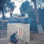 Treballs del trencadís, entre ells l'escut de Cerdanyola a la caseta de Can Serra durant la promoció de 1988-1990 (Arxiu Lázaro)