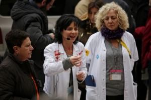 """Professionals protestant davant de l'hospital Vall d'Hebron de Barcelona sota el lema """"Les llistes d'espera maten"""" / Freddy Davies"""