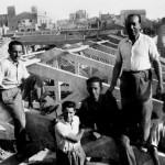 Construcció a Sabadell. D'esquerra a dreta: Miquel Morral Casamitjana; amb camisa fosca, Sebastià Capella; i dempeus, Miquel Morral Monteys. (Arxiu Morral Masià).