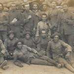 Soldats de Melilla. Josep Morral (d'esquerra a dreta, el cinquè que està dempeus). (Arxiu Morral Casamitjana).