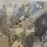 Torre en construcció a Montflorit. Grup d'obrers de l'empresa de Magí Esquerré (aquest darrer encerclat a la fotografia). (Arxiu Víctor Esquerré).