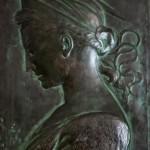 Reproducció del relleu de Santa Cecília de Donatello, feta amb uralita al taller d'Albert Lena (Col·lecció Albert Lázaro i donació de Dídac Redondo).