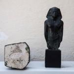 Reproducció d'una estàtua egípcia, feta amb uralita al taller d'Albert Lena (Col·lecció Albert Lázaro i donació de Dídac Redondo).