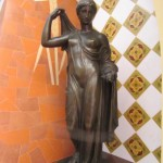 Reproducció d'Afrodita de Frejus, feta amb arpillera i guix al taller d'Albert Lena, modelat per J. Viladomat (Col·lecció Albert Lázaro).