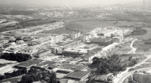 Vista aèria del campus en construcció, el 1971.