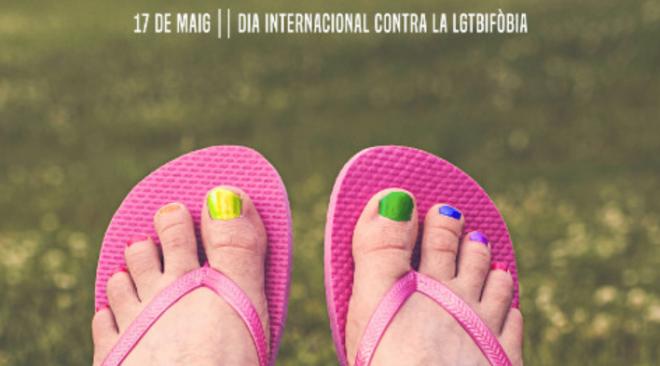 Pintada col·lectiva, en el Dia Internacional contra la LGTBIfòbia