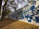 Quin va ser el motiu de la decoració del mur de l'Escola Serraparera?