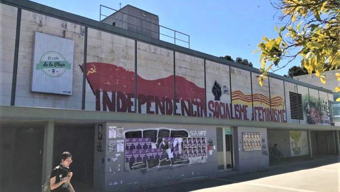 L'ordre d'esborrar les pintades per part de la Junta Electoral Provincial de Barcelona no inclou les pintades que no tenen relació amb els lemes o símbols utilitzats per les candidatures electorals.